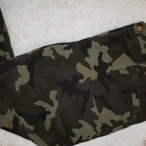 Camouflage Ankle Pants